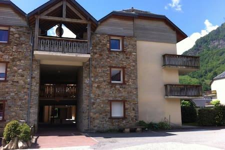 Appartement 3 pièces avec jardin. - Bagnères-de-Luchon - Huoneisto