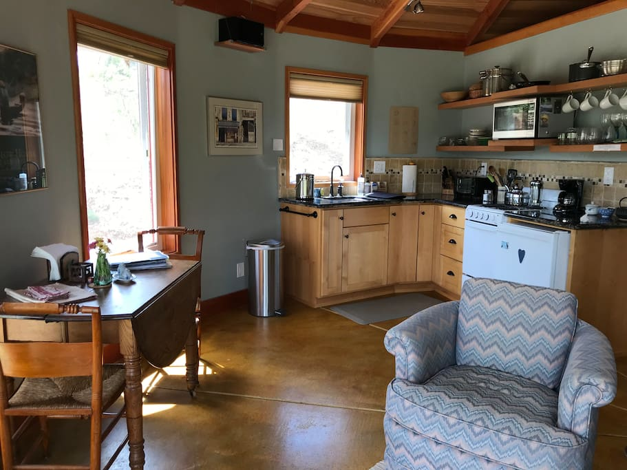 Well equipped kitchen with table