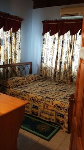 Clean A/C Rooms 10 KM from City - San Juan - House