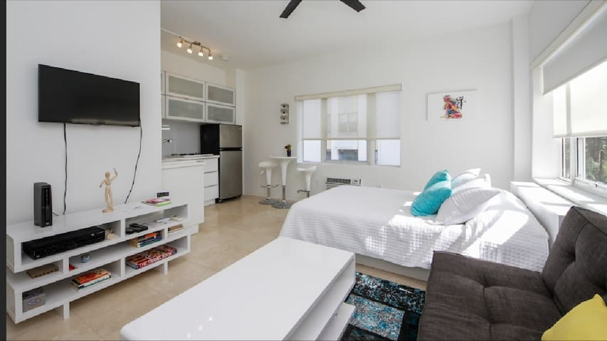 307 Mantell Plaza Studio Steps away from the beach
