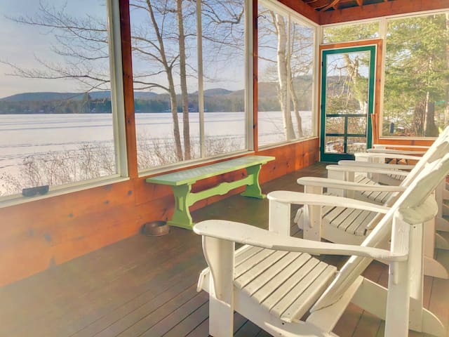 30FL: Quintessential LAKE HOUSE on Forest Lake, close to Bretton Woods, Santa's Village, and Forest Lake State Park. SPECIAL RATES! LONG STAYS WELCOME!