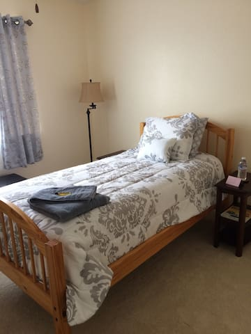 Great Location for a Single Person - Windsor - Casa