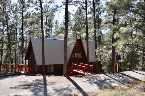 **Cozy Cabin Nestled in the Tall Pines of Alto**