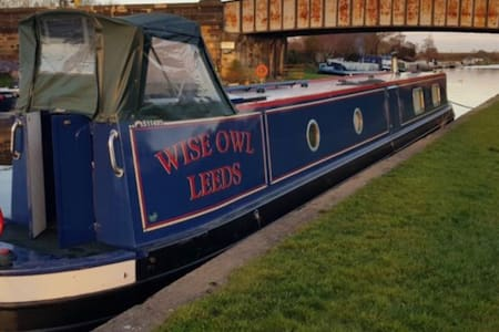 Narrowboat holidays on the Leeds Liverpool canal