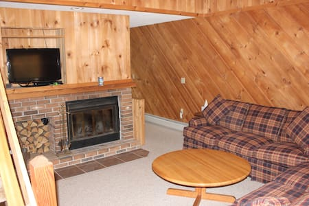 Cozy Mt Snow Condo - Ski Home Trail - Sleeps 8 - Dover - Lyxvåning