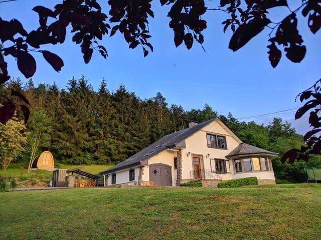 Luxe villa à Durbuy pour 10 p. avec sauna &jacuzzi