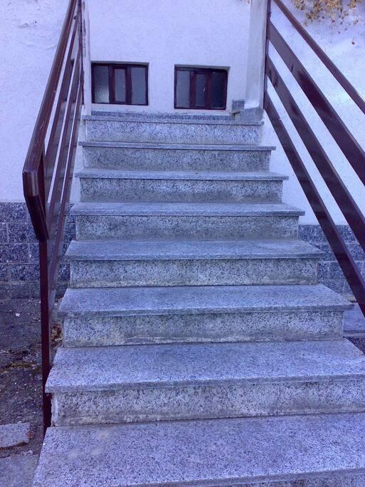 Scala di entrata 14 gradini