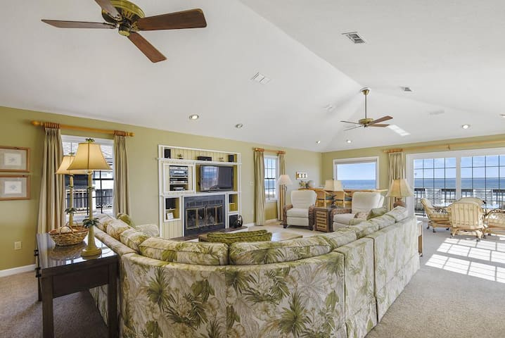 Living Area with Great Views!