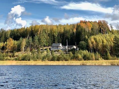 Casa de vacaciones espaciosa y elegante junto al lago
