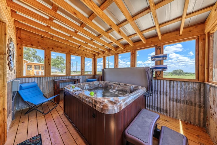 Peaceful country cabin w/ a private hot tub & porch - near town - two dogs OK!