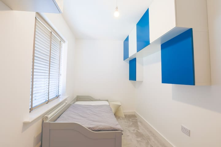 Cute Single Room With Pull Out Double Option-Room4