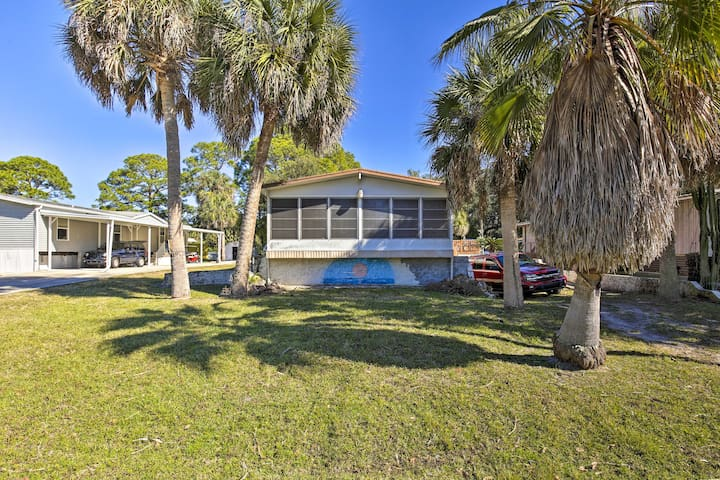 NEW! Holiday Home w/Deck - Walk to Beach Park!