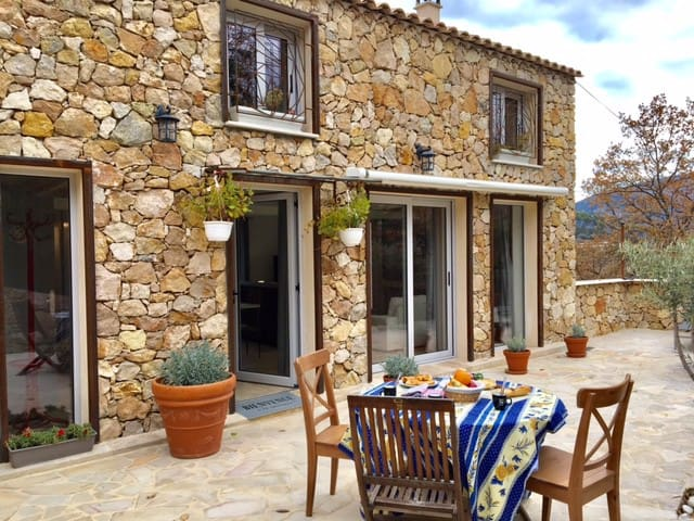 PRIVATE HOUSE IN A PROVENCAL MAS - 8 GUEST
