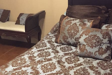 Prime Location, Comfy & Quiet Bedroom - La Crosse