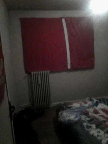 Petite chambre idéale pour des jeunes ! - Sochaux - Apartment