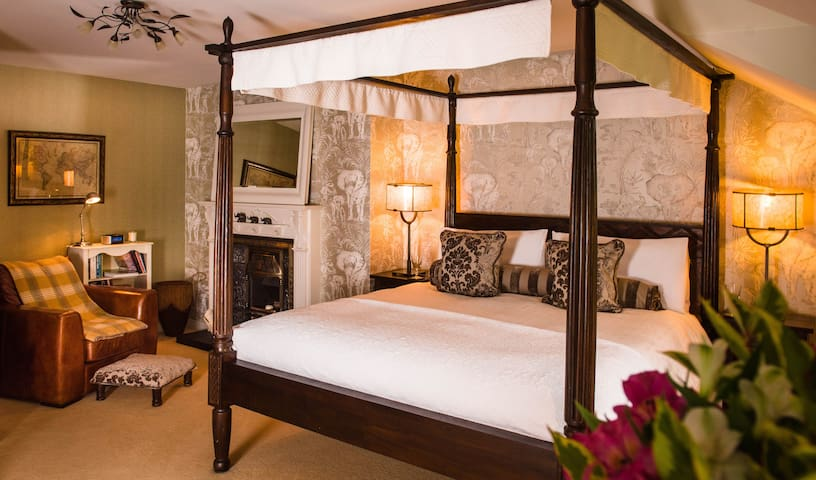 Colonial Room, Four Poster Bed & Gourmet Breakfast