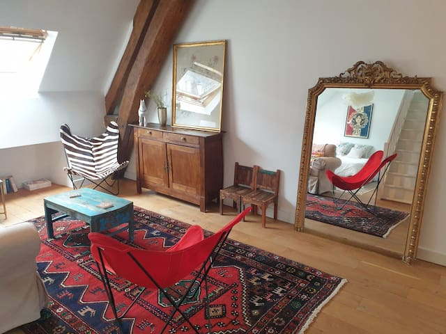 Beautiful, historic studio, 5 min walk to Chateau