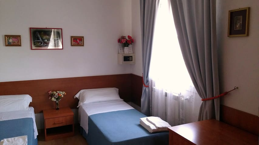 Dream- Family room for 4 or 5 pers. with bathroom - Venetië - Appartement