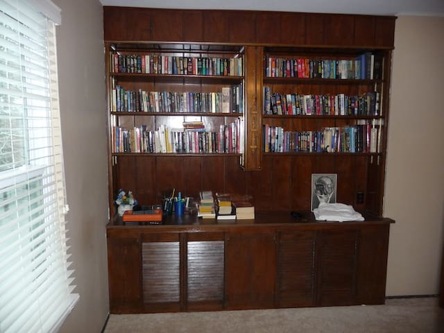 Built in Bookcase with outlets on the desk
