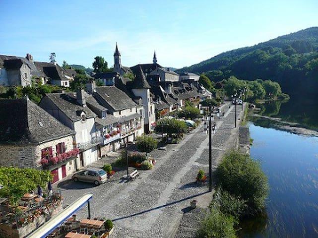Sfeervol oud vakantiehuis aan rivier de Dordogne - Argentat - Haus