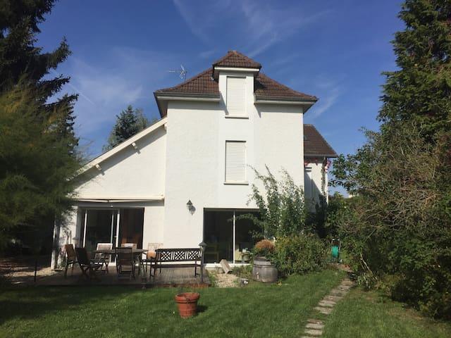 Chambre 2p dans sympathique maison - Couternon - Casa