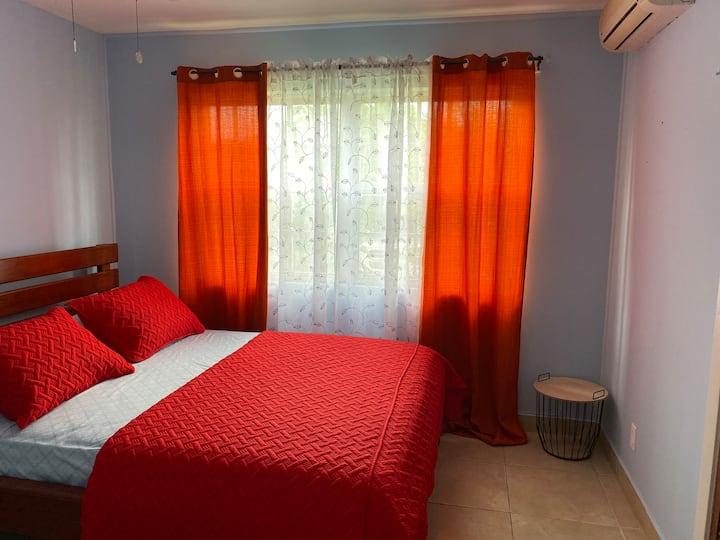 Cómoda y Bonita Habitación Doble para Alquilar