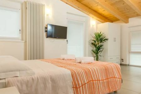 Camera King con Balcone e Bagno Privato - Trento - Bed & Breakfast