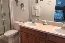 Master Room 1 Bathroom - Villa Yuya