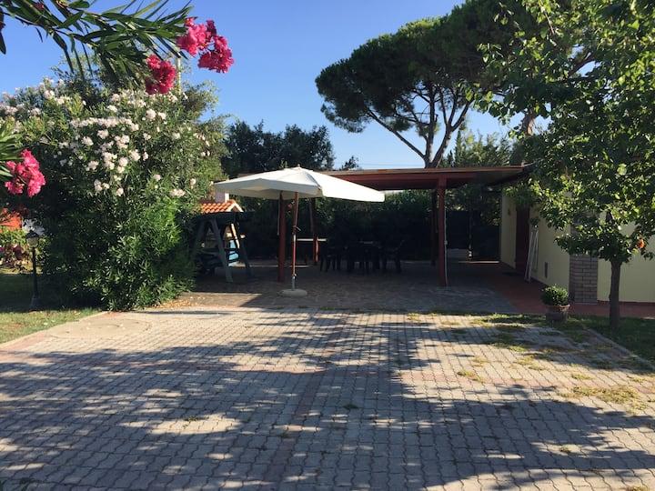 Baratti : Casa e giardino privato vicino al mare