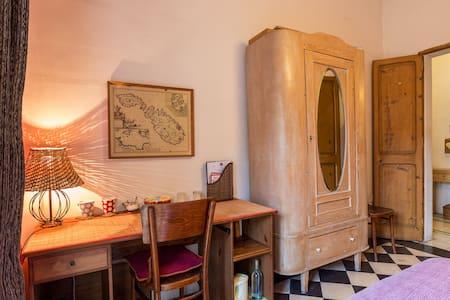 Double Room near Valletta Private bathroom Balcony - Tal-Pietà - Daire