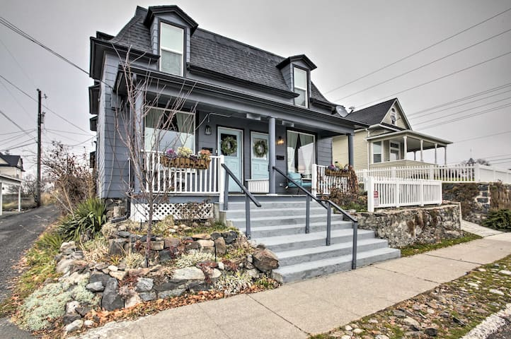 NEW! 'London' Classic Abode in Kendall Yards Area!