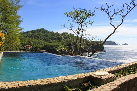 Casa Paz, 4 bedroom Ocean Front Luxury... - Tola