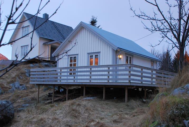 Lillehaugen på Sørvågen i Lofoten - Moskenes - 小屋