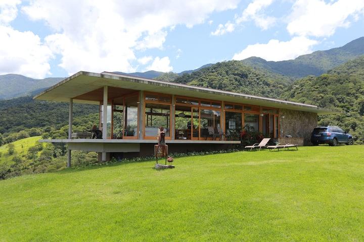 Casa espetacular com vista 360º da Mantiqueira.