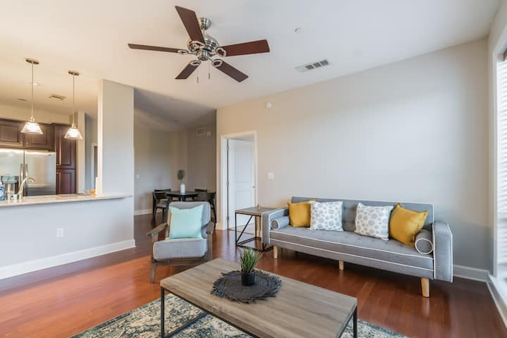 Modern Suite a Few Minutes from Six Flags!