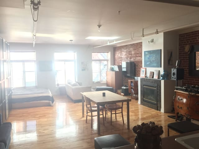 Cozy Loft in historical Old Montreal