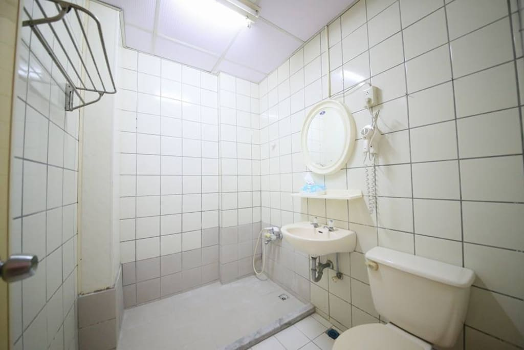 3樓四人房浴室