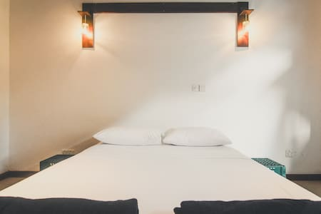 Social Vibes & Cozy Bedding in Colombo - Colombo