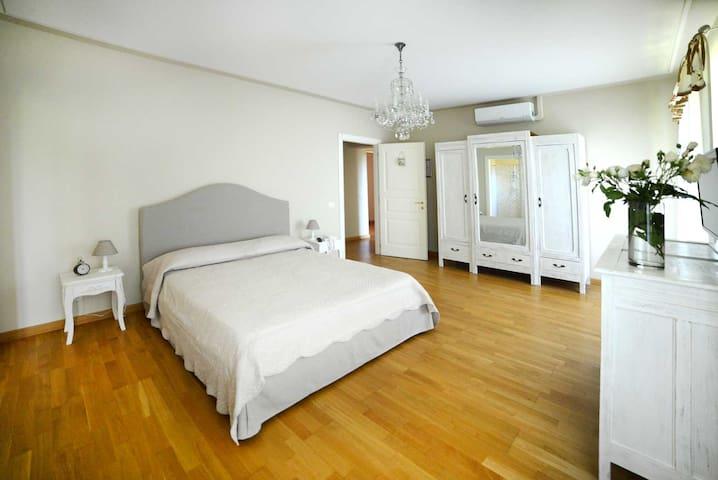 Camera GLICINE B&B Tenuta degli Angeli Rossi - Asti - Bed & Breakfast