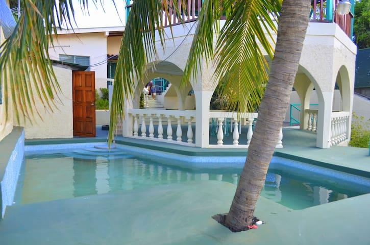 Madroñal's Beach House