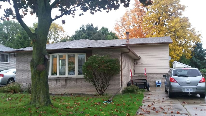 Large Home in a Convenient Location - Kingston