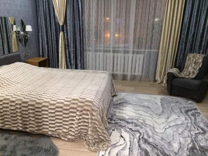 Дизайнерская квартира с барной стойкой по Бозтаева