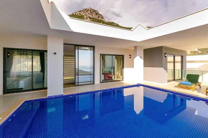Kalkan'da Muhafazakar 10 Kişilik Ultra Lüks Villa