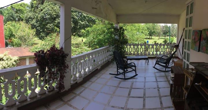 Habitación, con bonita terraza.