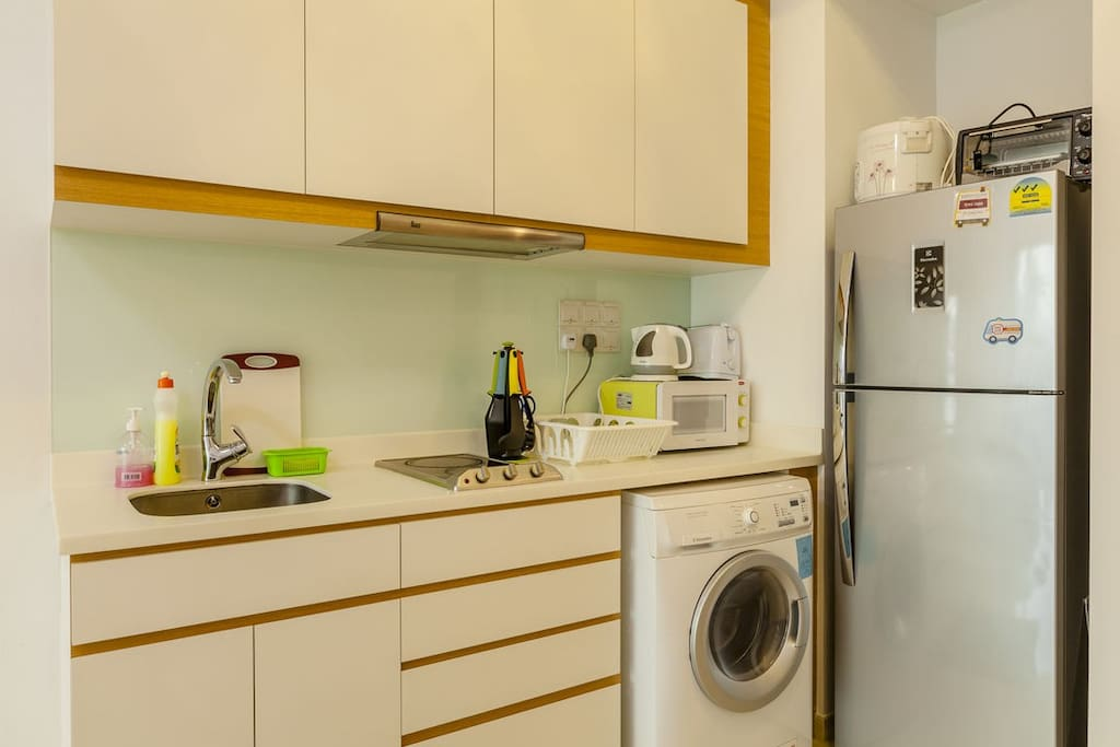 Fully stocked kitchen + washer dryer
