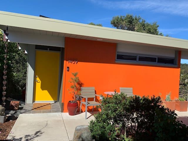 Eichler style guest house, discounted longer stays