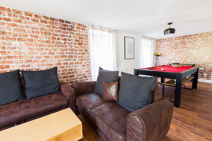Appartment  (Center – WIFI - Private Parking)