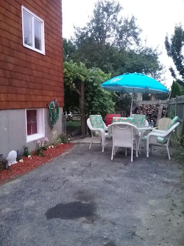 Walk to beach, close to downtown. 2 BR apartment