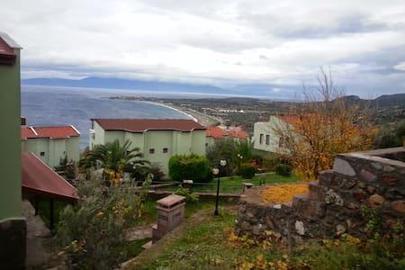 Kadırga koyunda,ailelere uygun ev - Behram Köyü