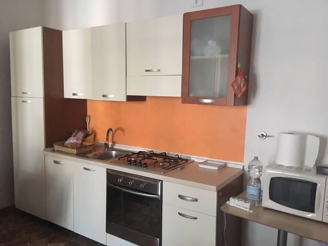 CAMERA CON BALCONE PRIVATO - Rimini - Lägenhet
